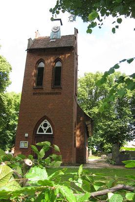 Der Eingang der Kapelle in Tramm