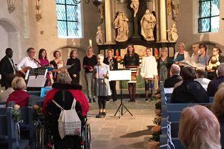 Ein Cohen-Konzert mit einem schwedischen Chor findet im Sommer in St. Georg-Genin statt. - Copyright: Kirchengemeinde St. Georg-Genin
