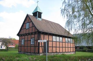 Außenansicht der St.-Annen-Kapelle in Grambek