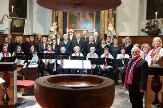 Der Gospel- und der Flötenchor der Kirchengemeinde St. Andreas in Schlutup - Copyright: KG St. Andreas, Schlutup