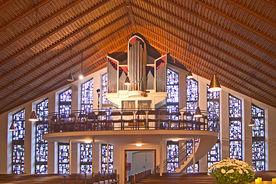 Die Empore und Orgel der Christuskirche in Geesthacht-Düneberg - Copyright: Manfred Maronde