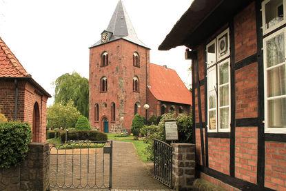 St.-Georg-Kirche Genin Außenansicht - Copyright: Ev.-Luth. Kirchenkreis Lübeck-Lauenburg