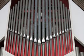Naher Blick auf einige Orgelpfeifen der Dreifaltigkeitskirche - Copyright: Ev.-Luth. Kirchenkreis Lübeck-Lauenburg