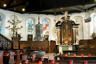 letzter 1965 hier für Schlutuper Fischer gebauter Kahn, für Fang auf Trave bis 1986, dahinter Kirchenwand im Halbschatten           - Copyright: Ev.-Luth. Kirchenkreis Lübeck-Lauenburg