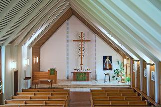 Blick auf den Altar der St.-Stephanus-Kirche vom Eingang aus  - Copyright: Manfred Maronde