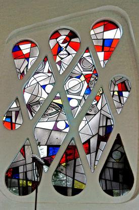 Schlingenfenster in St. Philippus  - Copyright: Manfred Maronde
