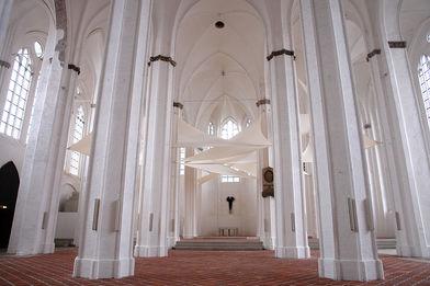 Blick durch den Innenraum von St. Petri