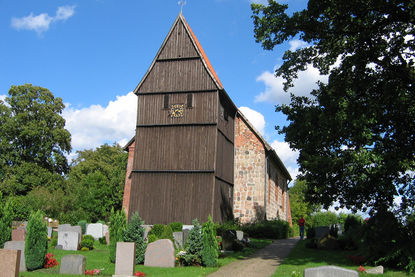 Friedhof vor der St.-Johannis-Kirche in Sterley