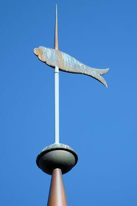 Die Turmspitze mit Wetterfisch von St. Johannis Siebeneichen - Copyright: Manfred Maronde