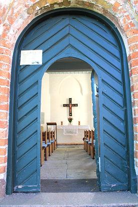 Eingang der Wege-Kapelle in Klein Grönau