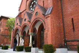 Der Eingang der St.-Matthäi-Kirche - Copyright: Ev.-Luth. Kirchenkreis Lübeck-Lauenburg