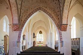 Innenansicht der Marienkirche Büchen-Dorf, Blick durchs Hauptschiff - Copyright: Manfred Maronde