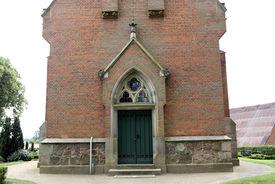 Der Eingang der Katharinenkapelle in Witzeeze