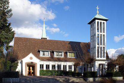 Außenansicht der Martin-Luther-Kirche Wentorf - Copyright: Manfred Maronde