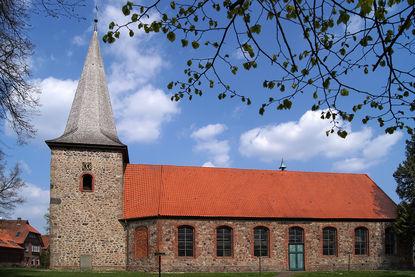 Außenansicht von St. Johannis Siebeneichen von der Seite - Copyright: Manfred Maronde