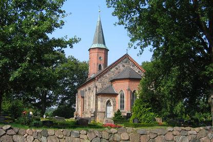 Friedhof St.-Marien-Kirche Basthorst - Copyright: Manfred Maronde