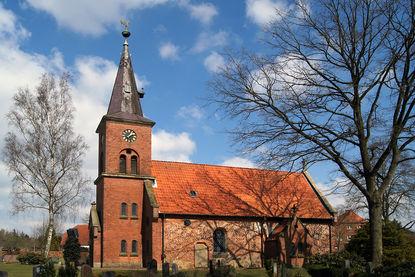 Außenansicht von St. Lorenz Schmilau von der Seite - Copyright: Manfred Maronde