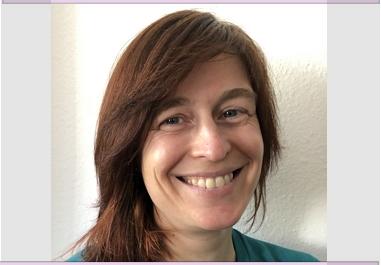 lächelnde rothaarige Frau - Copyright: Janina Timmermann