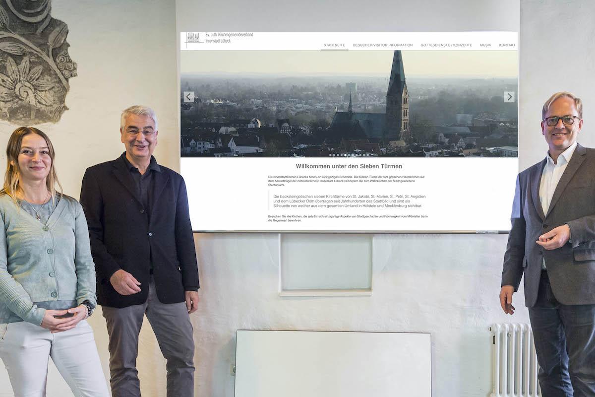 Steffi Niemann, Lutz Jedeck und Robert Pfeifer haben hinter den Kulissen die neue Internetseite der Innenstadtgemeinden erstellt.