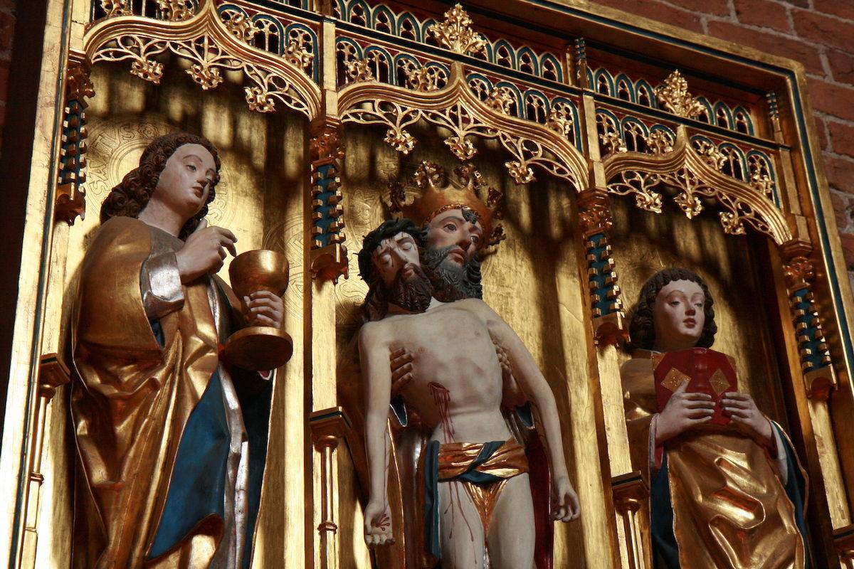 Viele Kirchengemeinden bieten Passionsandachten an - mit Präsenz und digital.
