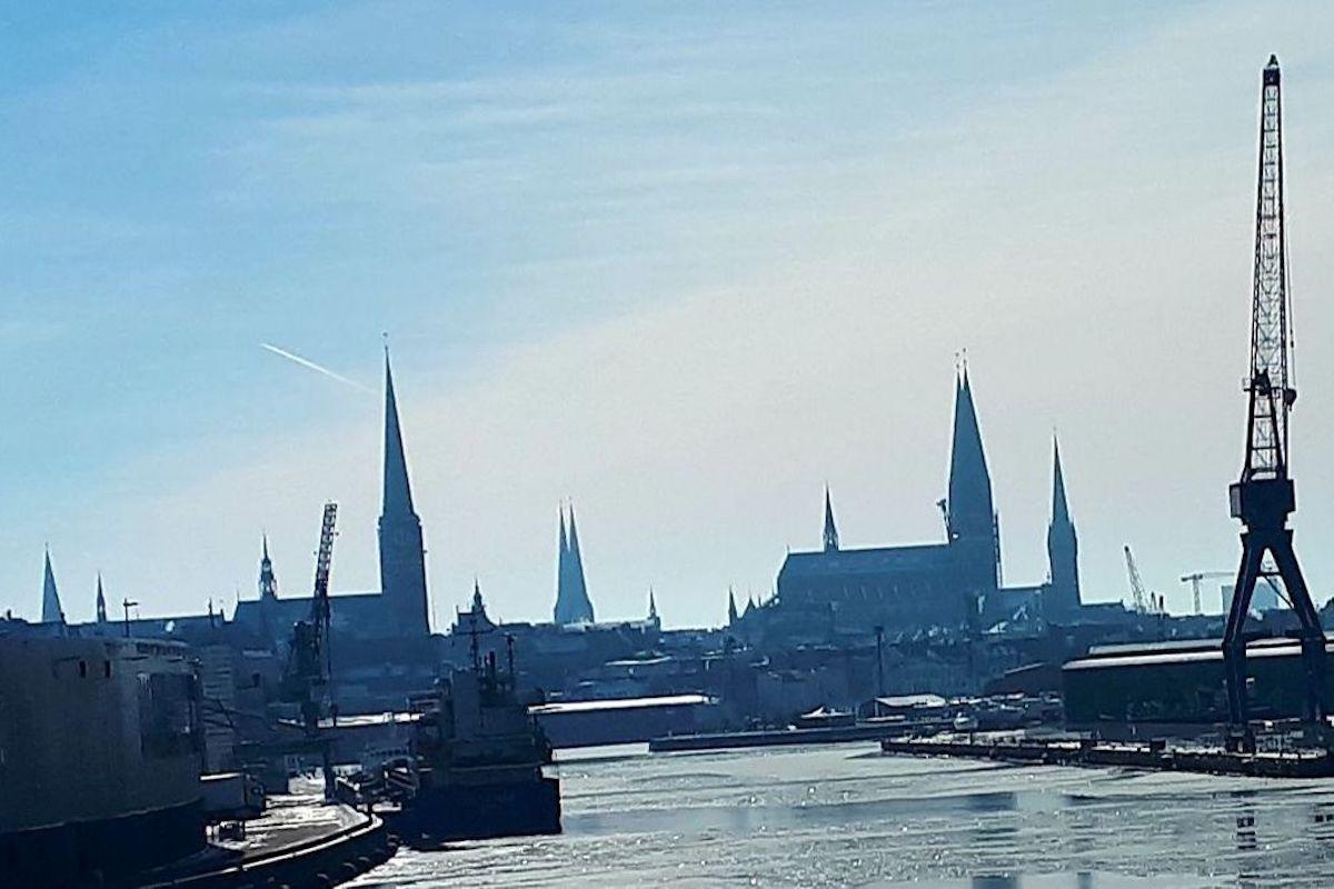 Lübecks Stadtsilhouette wird geprägt von den sieben Türmen.