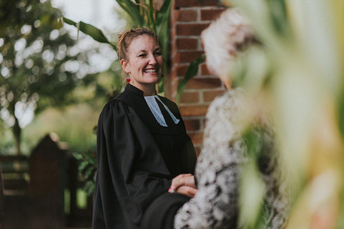 Pastorin Jennifer Rath aus Breitenfelde gestaltet die Zeit mit ihren Konfis neuerdings per App.