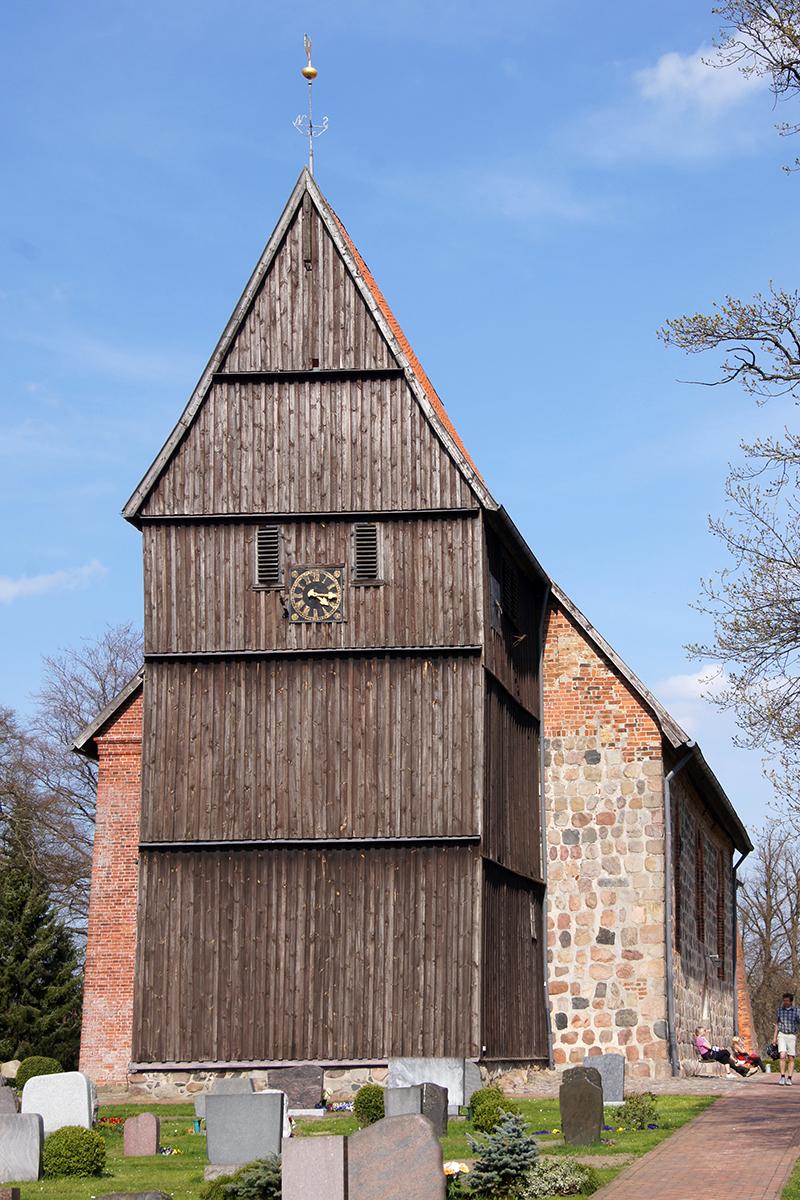 Die St.-Johannis-Kirche in Sterley - Copyright: Manfred Maronde