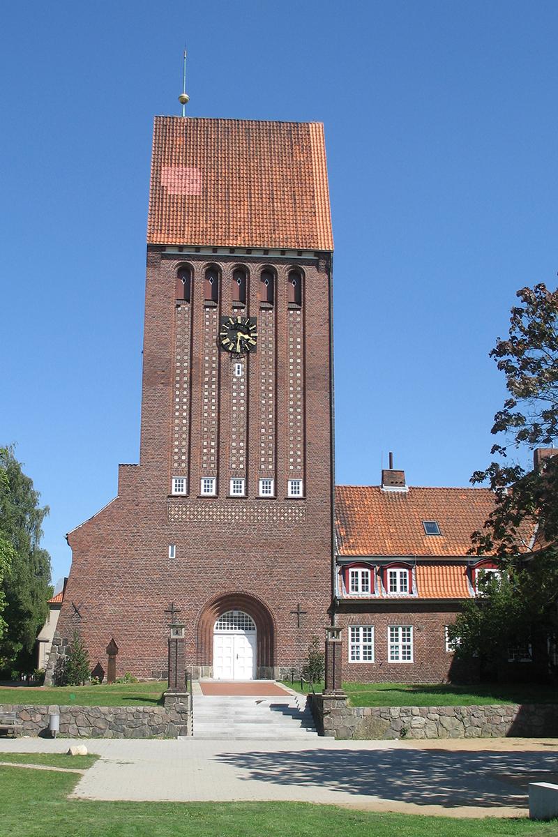 Außenansicht der St.-Johannes-Kirche Kücknitz - Copyright: Ev.-Luth. Kirchenkreis Lübeck-Lauenburg