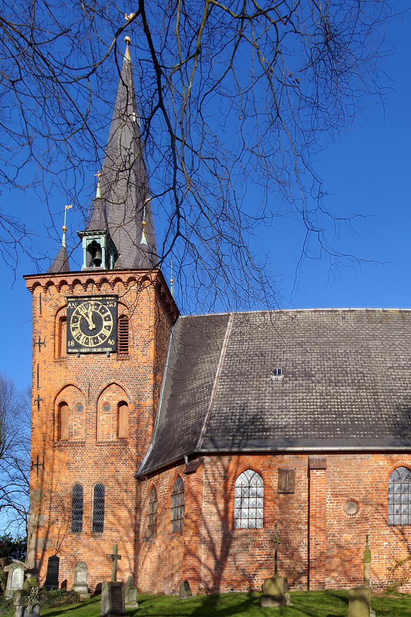 Außenansicht der St.-Andreas-Kirche Schlutup - Copyright: Manfred Maronde