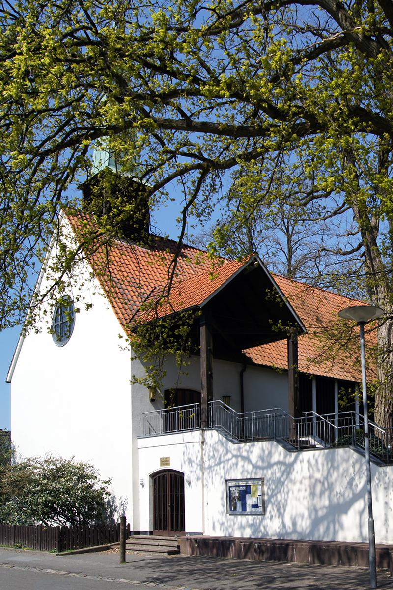 Außenansicht der St.-Christophorus-Kirche - Copyright: Ev.-Luth. Kirchenkreis Lübeck-Lauenburg