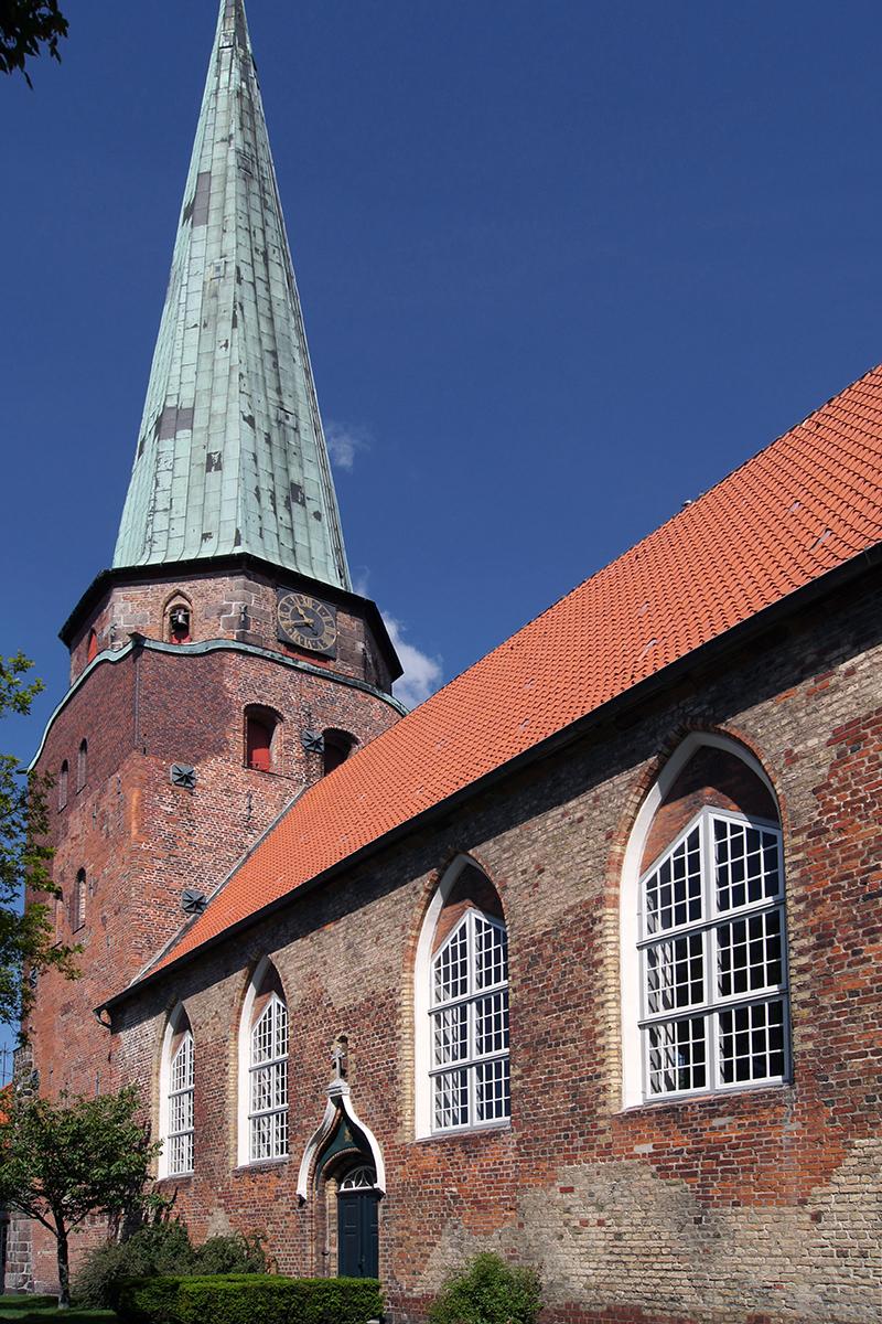 Außenansicht der St.-Lorenz-Kirche Travemünde - Copyright: Manfred Maronde